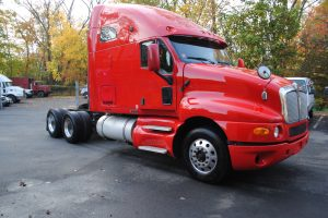 2007KENWORTH-T200-RED-TRACTOR-002