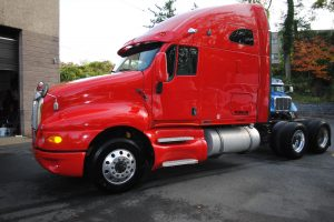 2007KENWORTH-T200-RED-TRACTOR-008