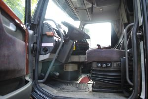 2004 VOLVO 780 DOUBLE BUNK 012
