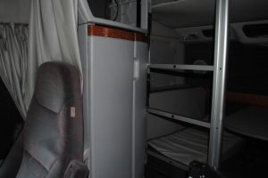 2004 VOLVO 780 DOUBLE BUNK 015