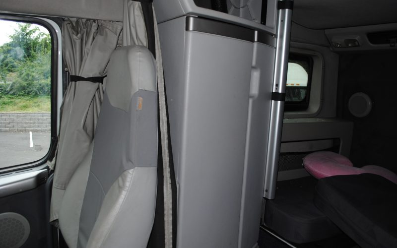 2007 VOLVO 780 DOUBLE BUNK TRACTOR 012