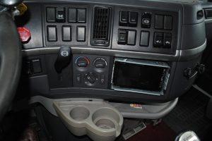 2007 VOLVO 780 DOUBLE BUNK TRACTOR 017