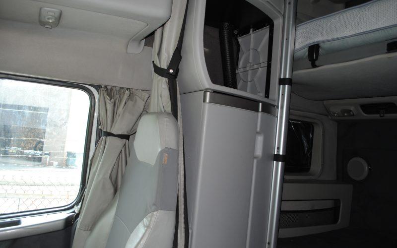 2007 VOLVO 780 WHITE 014