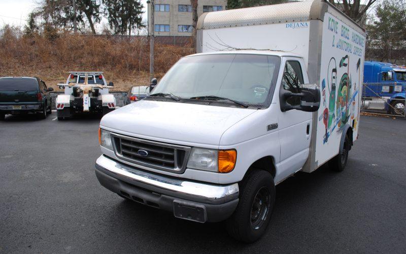 2007 ford e350 super duty 10 ft box truck 001