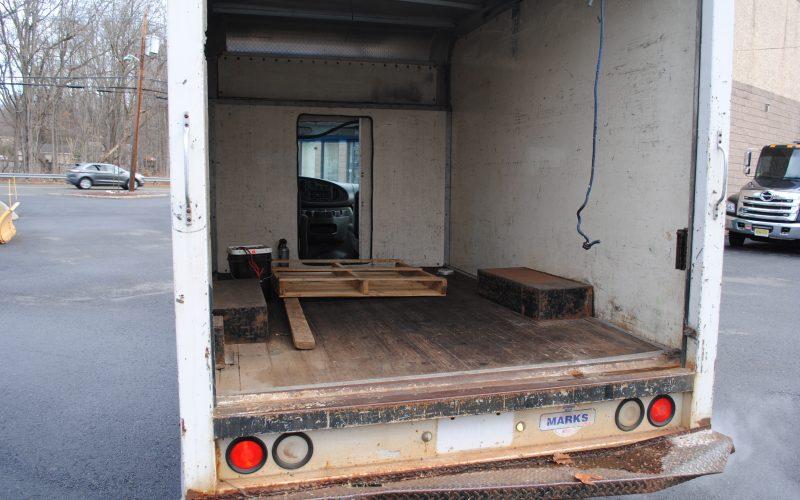 2007 ford e350 super duty 10 ft box truck 021