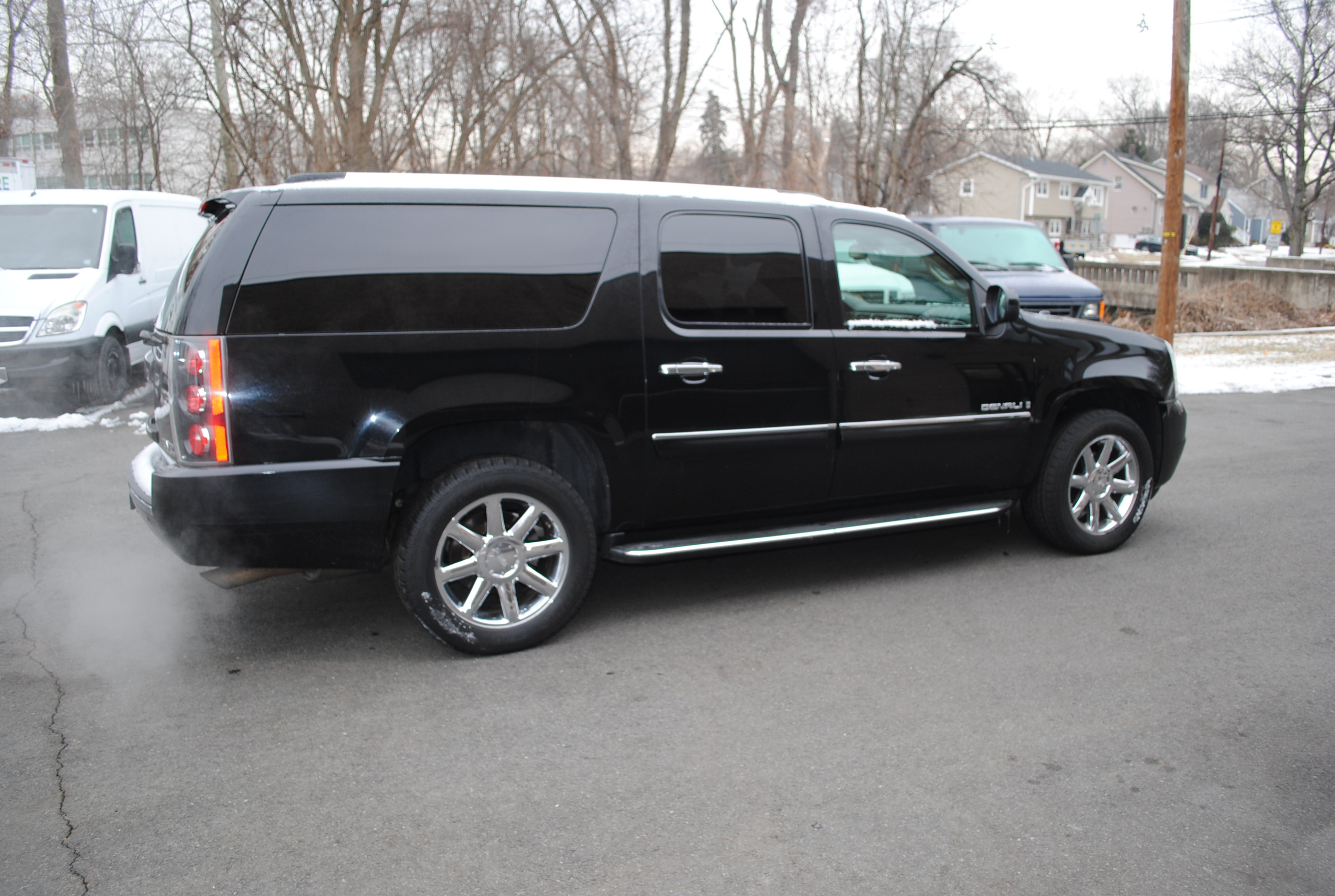 2008 gmc yukon denali xl 003 cinemacar leasing. Black Bedroom Furniture Sets. Home Design Ideas