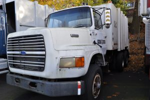 1990 FORD F 8000 GARBAGE TRUCK 001