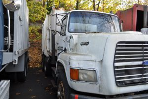 1990 FORD F 8000 GARBAGE TRUCK 002