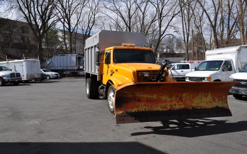 1998 international 4700 plow and dump 001