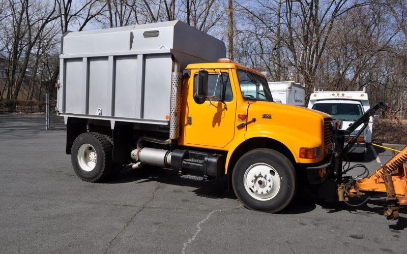 1998 international 4700 plow and dump 003
