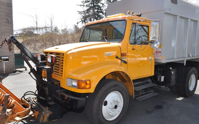 1998 international 4700 plow and dump 009