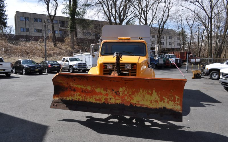 1998 international 4700 plow and dump 011