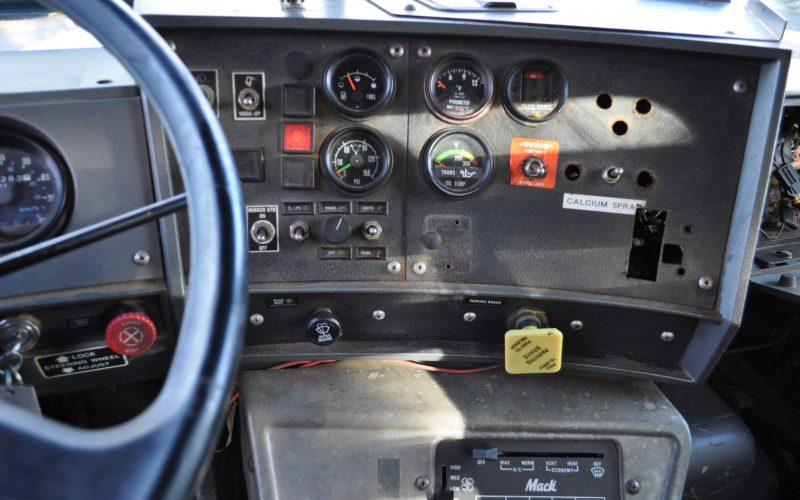 1997 MACK 600 ROLL OFF 011