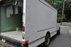 2002 FORD E 350 10 FT BOX TRUCK WITH REFER 004