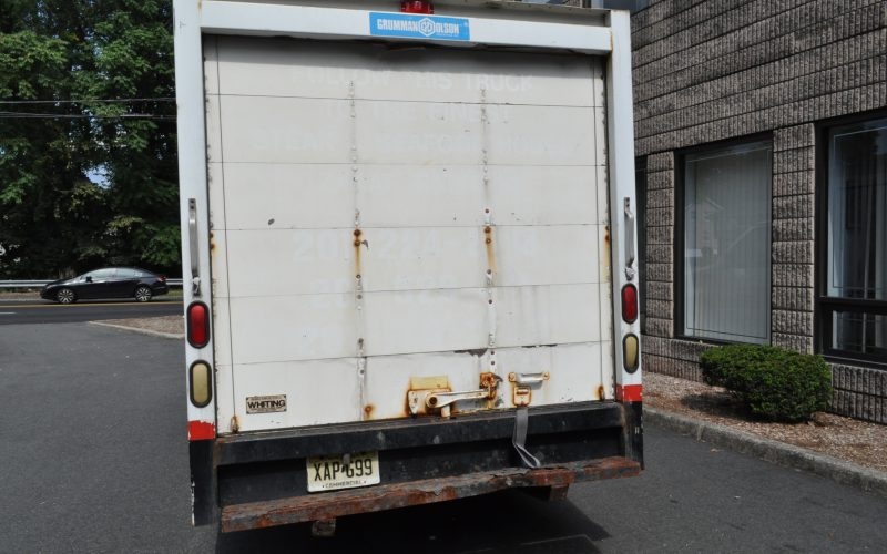 2002 FORD E 350 10 FT BOX TRUCK WITH REFER 012