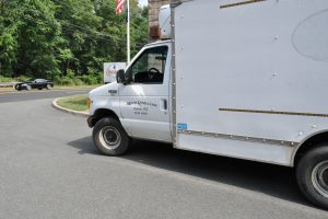 2002 FORD E 350 10 FT BOX TRUCK WITH REFER 013