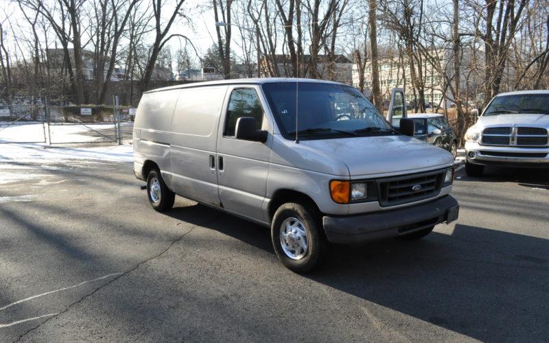 2003 FORD E 150 CARGO VAN 001