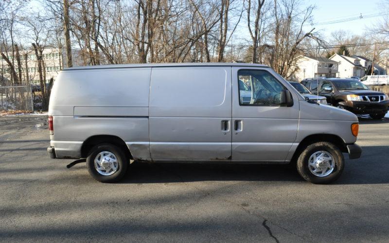 2003 FORD E 150 CARGO VAN 002
