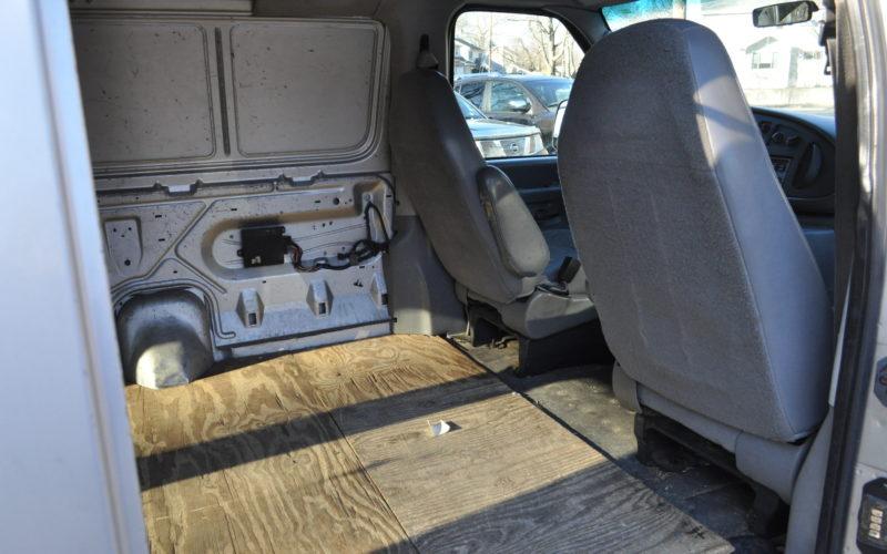 2003 FORD E 150 CARGO VAN 009